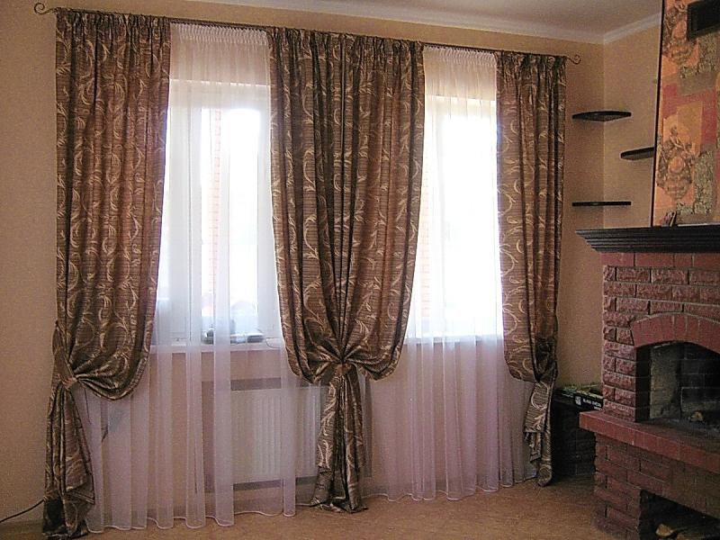 Дизайн штор на два окна с простенком